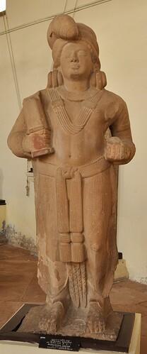 Mudgarpani_Yaksha_-Circa_2nd_Century_BCE-Bharnakalan-ACCN_87-145-Government_Museum-_Mathura_2013-02-24_6146
